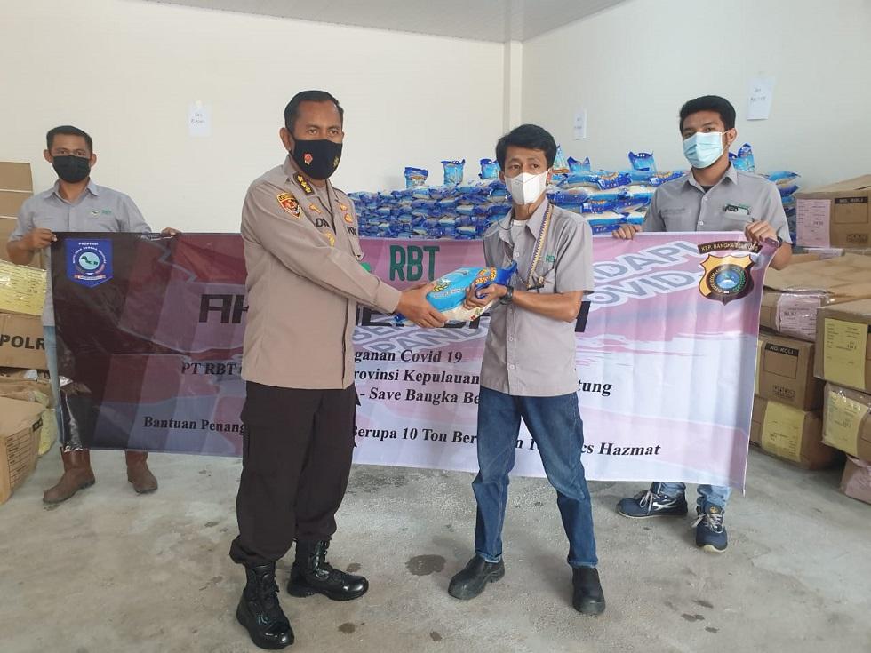 PT RBT Salurkan Bantuan 10 Ton Beras dan APD Melalui Polda Babel